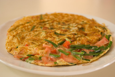 garlic chives tomato omelette